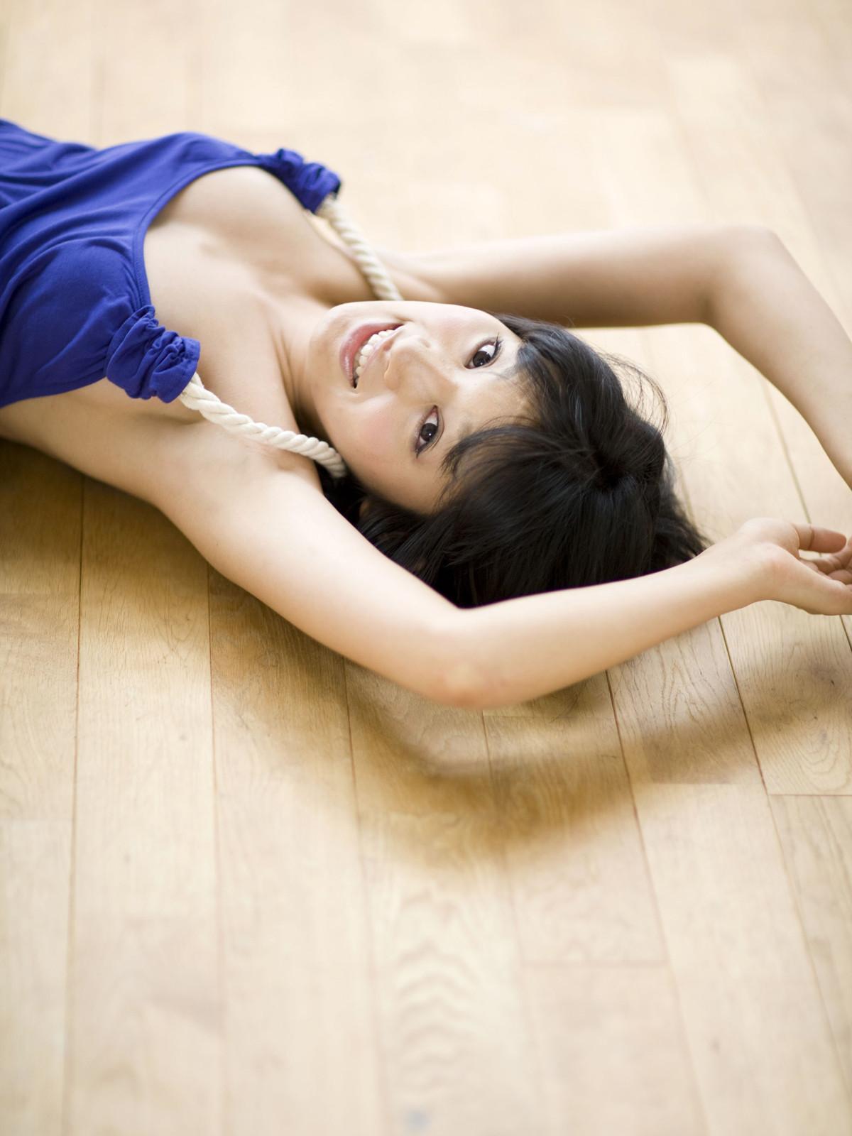【腋フェチエロ画像】生乳はいいから…百歩譲っても舐めたい美女の腋www 03