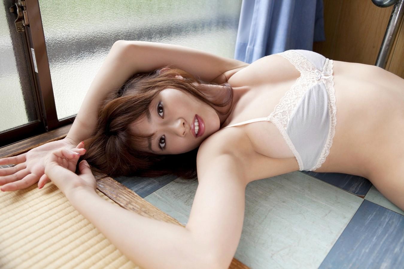 【腋フェチエロ画像】生乳はいいから…百歩譲っても舐めたい美女の腋www 09