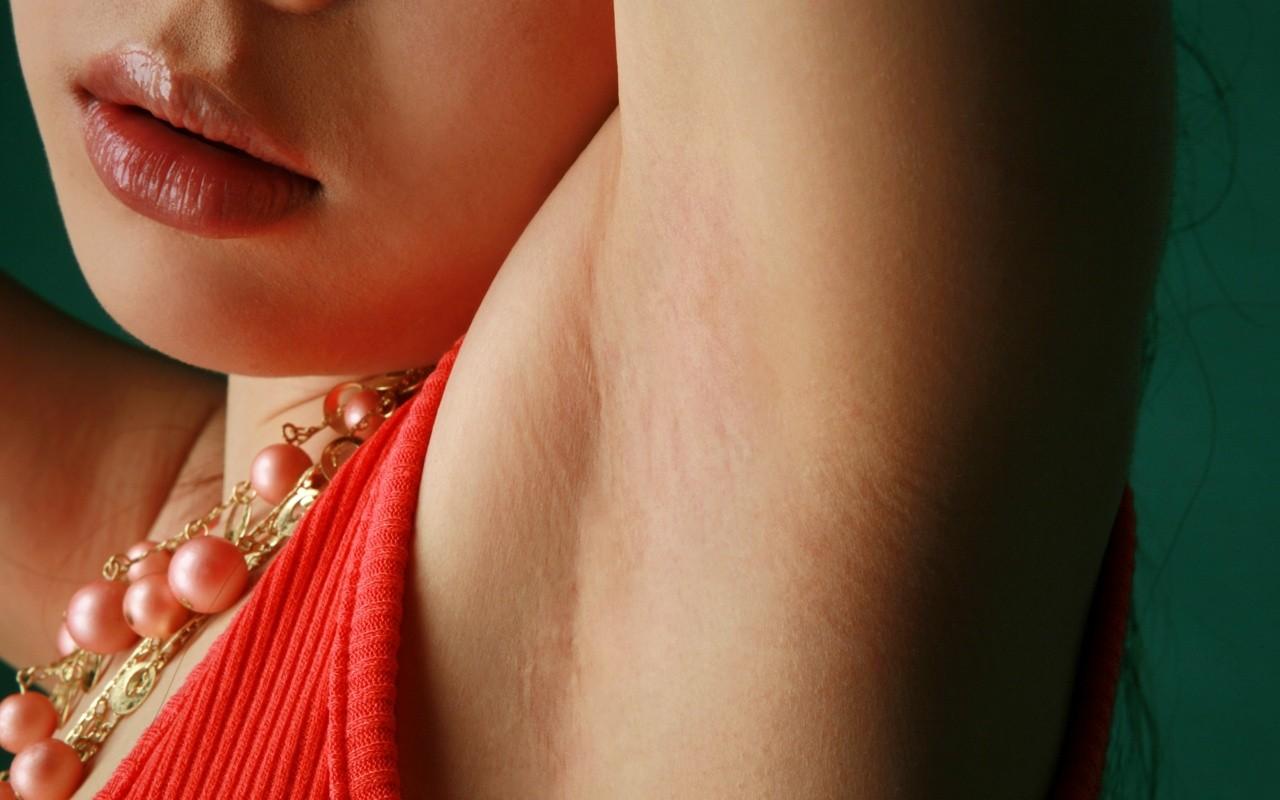 【腋フェチエロ画像】生乳はいいから…百歩譲っても舐めたい美女の腋www 12