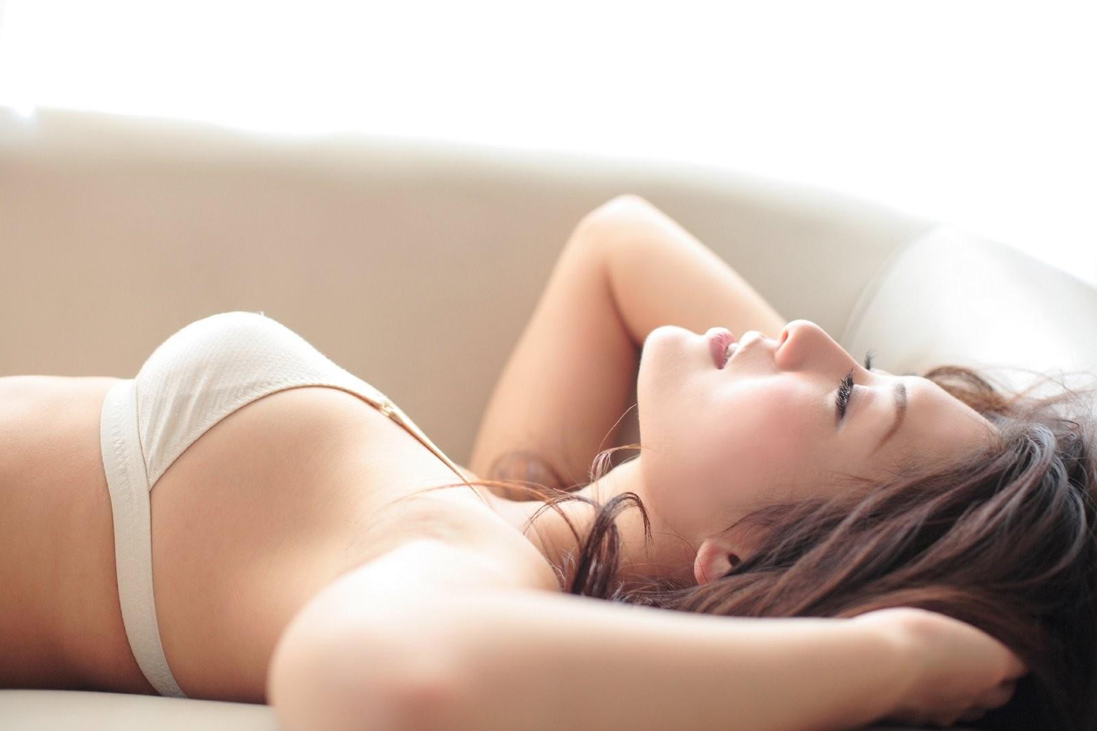 【腋フェチエロ画像】生乳はいいから…百歩譲っても舐めたい美女の腋www 13
