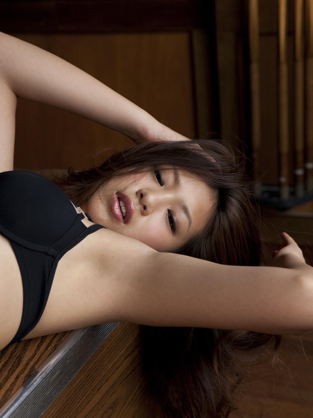 【腋フェチエロ画像】生乳はいいから…百歩譲っても舐めたい美女の腋www 19