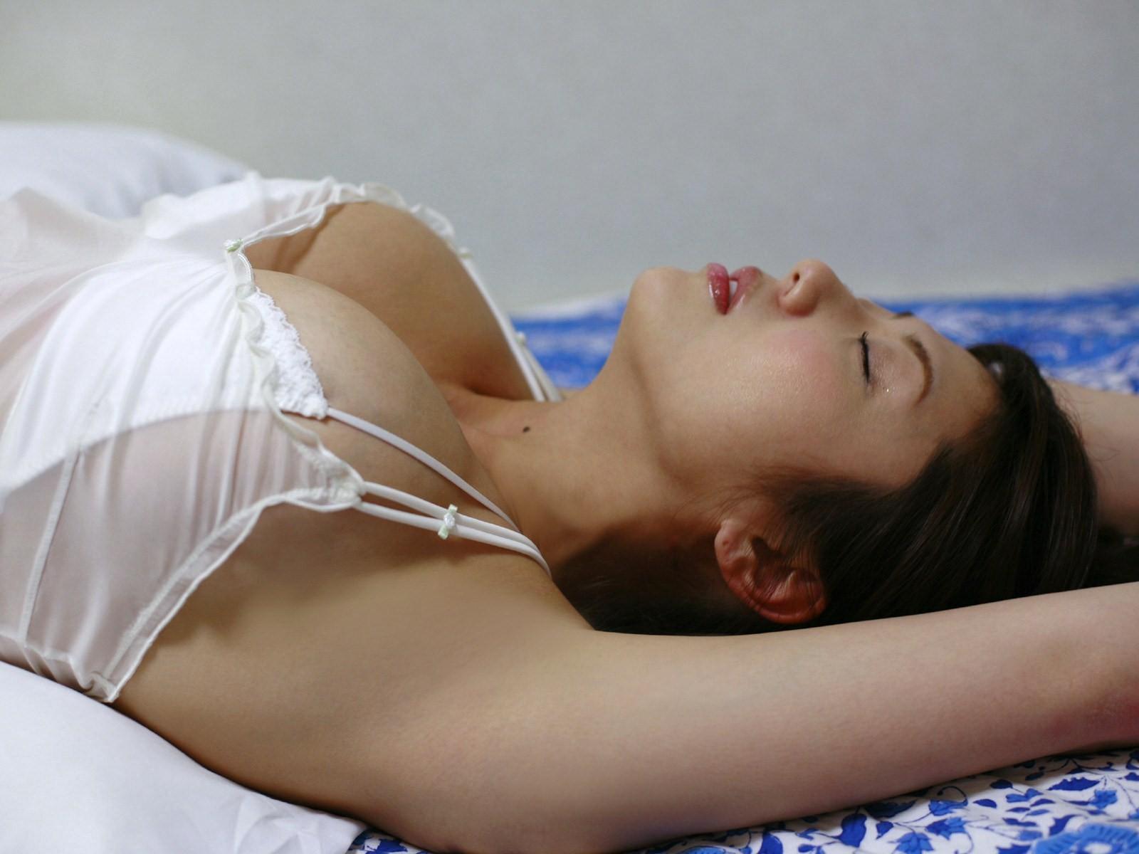 【腋フェチエロ画像】生乳はいいから…百歩譲っても舐めたい美女の腋www 24