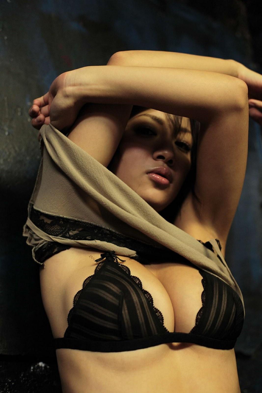 【腋フェチエロ画像】生乳はいいから…百歩譲っても舐めたい美女の腋www 25