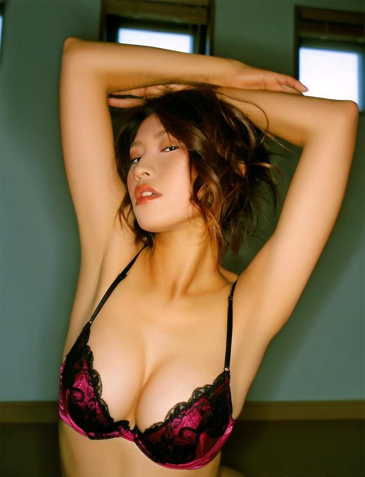 【腋フェチエロ画像】生乳はいいから…百歩譲っても舐めたい美女の腋www 27