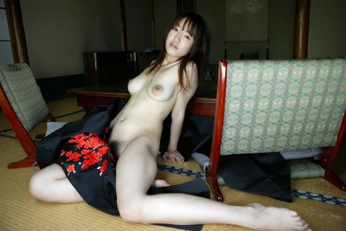 【和服エロ画像】奥ゆかしいイヤらしさが…日本人だから和服乱して裸体晒しwww 09
