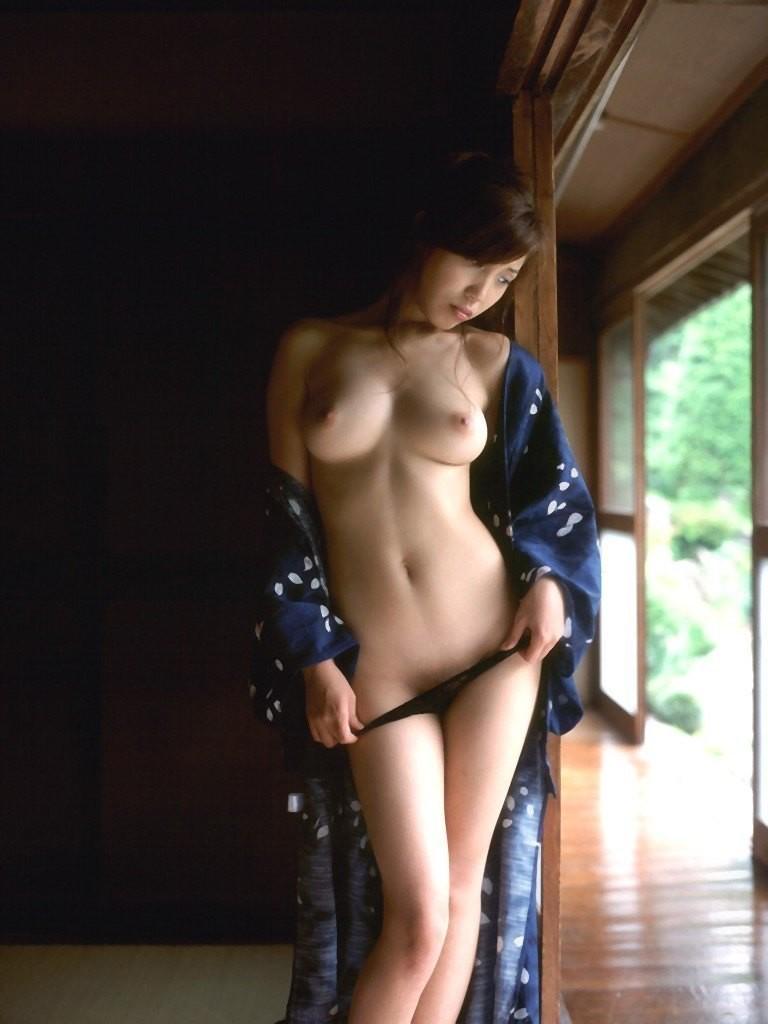 【和服エロ画像】奥ゆかしいイヤらしさが…日本人だから和服乱して裸体晒しwww 19