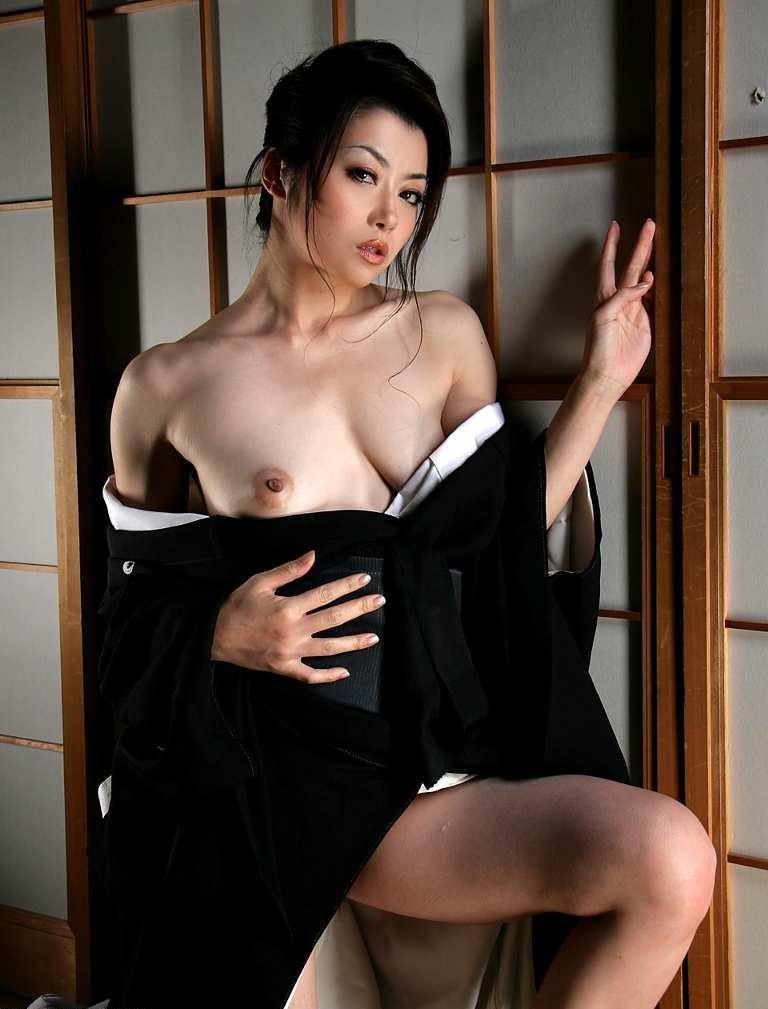 【和服エロ画像】奥ゆかしいイヤらしさが…日本人だから和服乱して裸体晒しwww 28