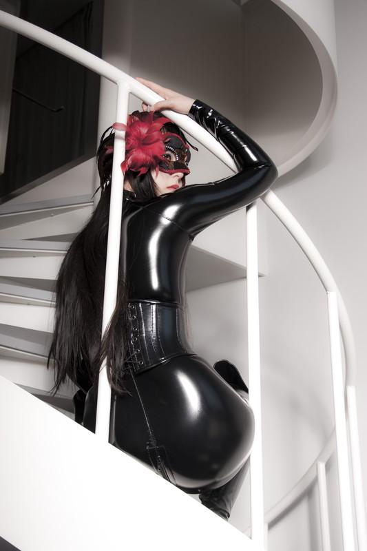 【コスプレエロ画像】強い女の象徴…でもAVじゃ負け犬オチなキャットスーツ美女www 17
