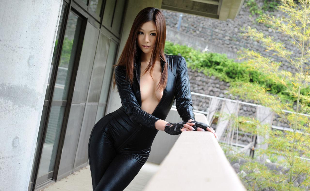【コスプレエロ画像】強い女の象徴…でもAVじゃ負け犬オチなキャットスーツ美女www 23