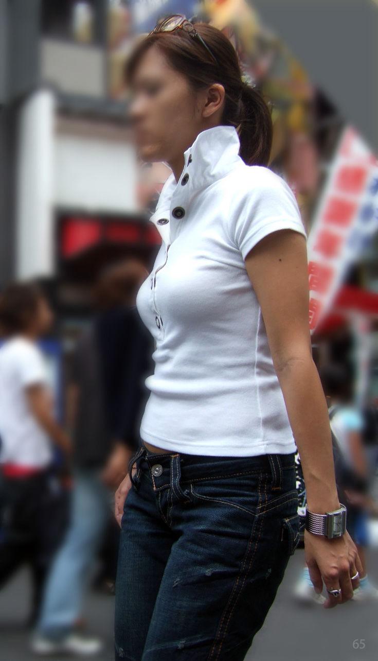 【巨乳エロ画像】厚着が脱げる時期だから!今が見どころな街の着衣おっぱいwww 11