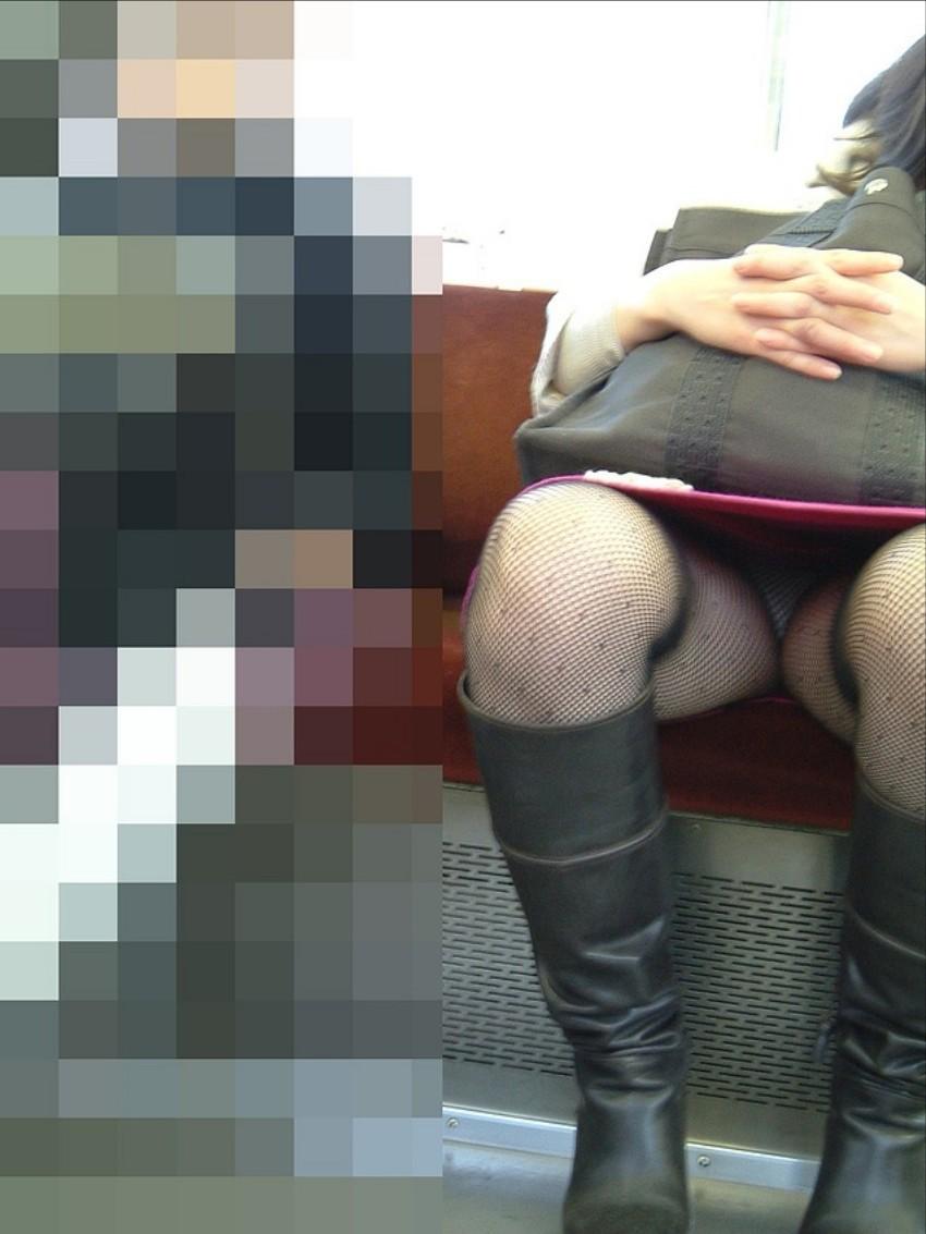 【パンチラエロ画像】通勤時に拝めたら今日はイイ事ありそう…電車内パンチラwww 19