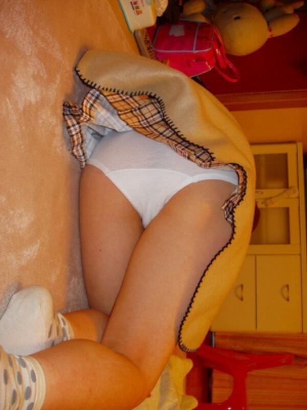 【美尻エロ画像】眠っているのが余計にそそる…夜這いされた女子の艶尻www 13