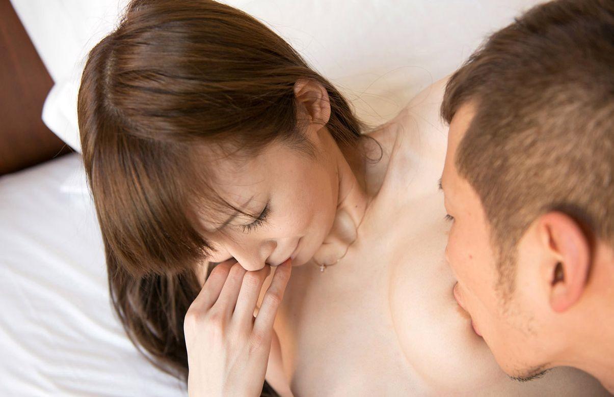 【乳首エロ画像】口に含むだけで落ち着く…ずっと吸いたい卑猥な乳首の誘惑www 22