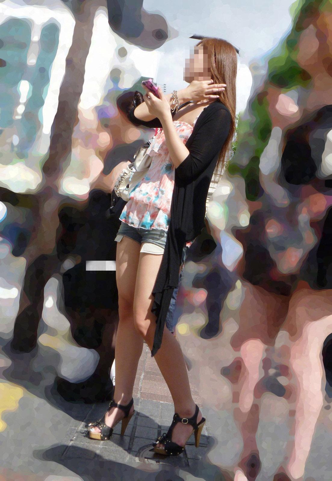 【美脚エロ画像】パンストも脱ぎ希望でw大人の女性も生がイイムッチリ美脚www 25