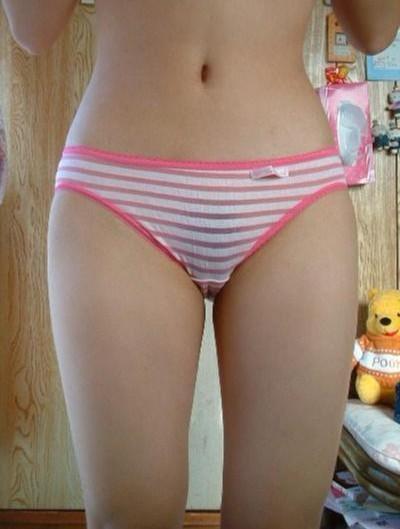 【下着エロ画像】安物だからこそ萌える!縞パンが凄く似合う女の子の下半身www 26