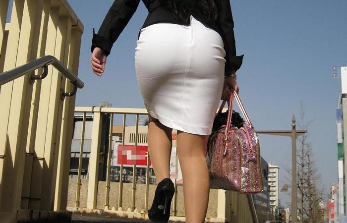 【着尻エロ画像】たまにキツそうに履く人もw巨尻を際立たせる大人のタイトwww 001