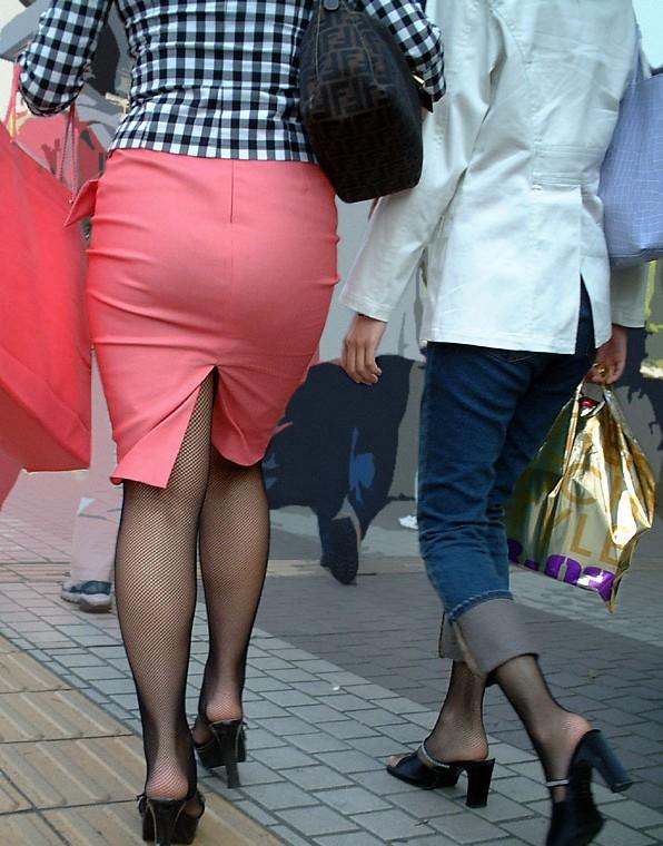 【着尻エロ画像】たまにキツそうに履く人もw巨尻を際立たせる大人のタイトwww 01