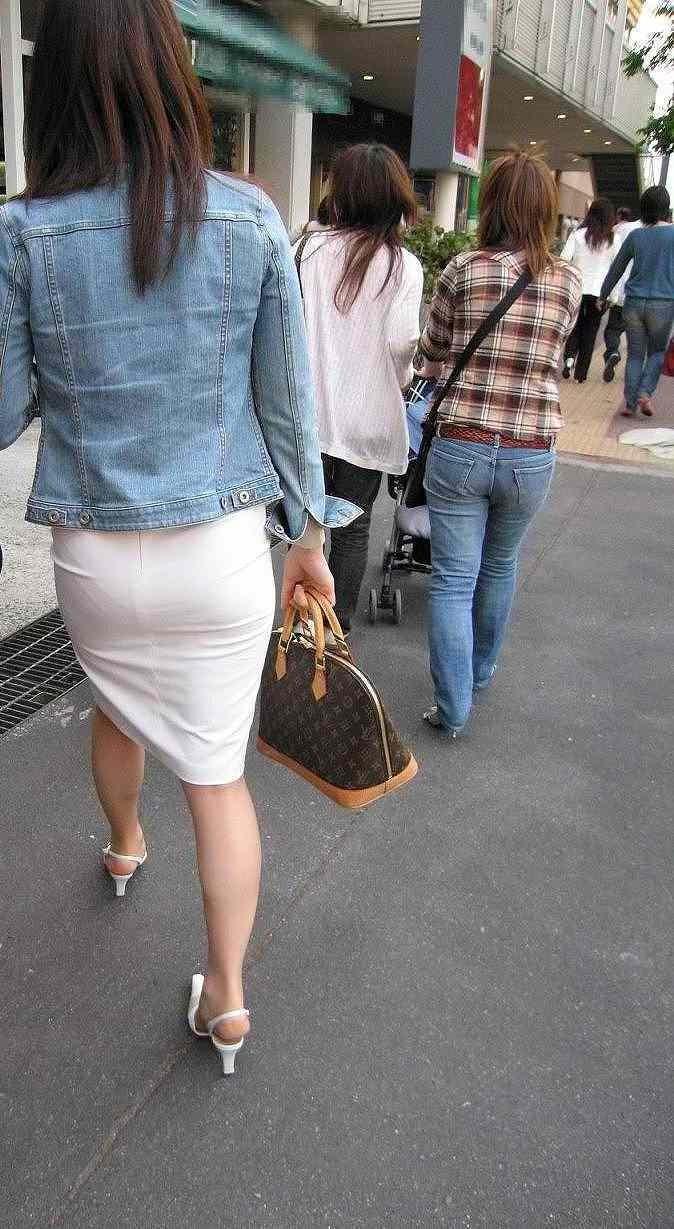 【着尻エロ画像】たまにキツそうに履く人もw巨尻を際立たせる大人のタイトwww 07