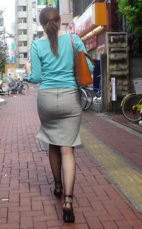 【着尻エロ画像】たまにキツそうに履く人もw巨尻を際立たせる大人のタイトwww 11