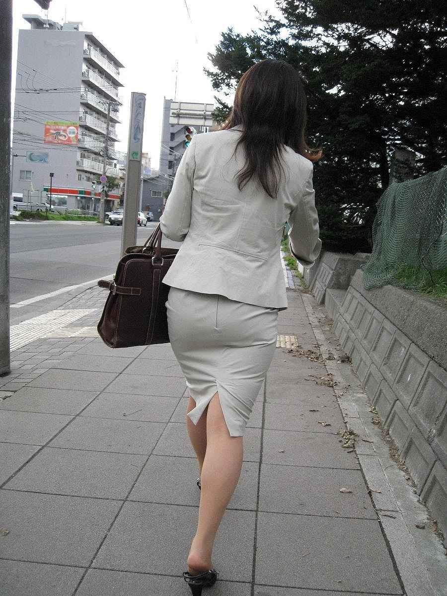 【着尻エロ画像】たまにキツそうに履く人もw巨尻を際立たせる大人のタイトwww 12