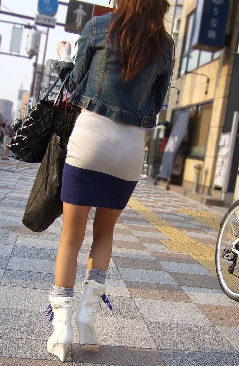 【着尻エロ画像】たまにキツそうに履く人もw巨尻を際立たせる大人のタイトwww 15