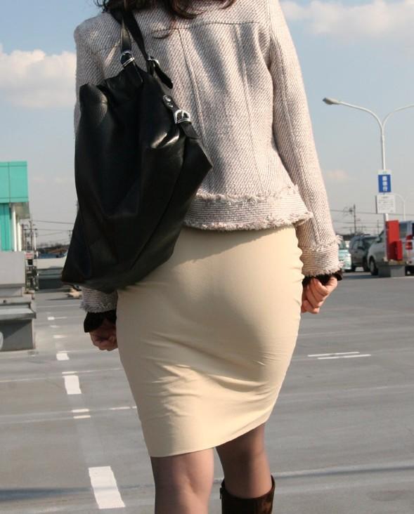 【着尻エロ画像】たまにキツそうに履く人もw巨尻を際立たせる大人のタイトwww 18