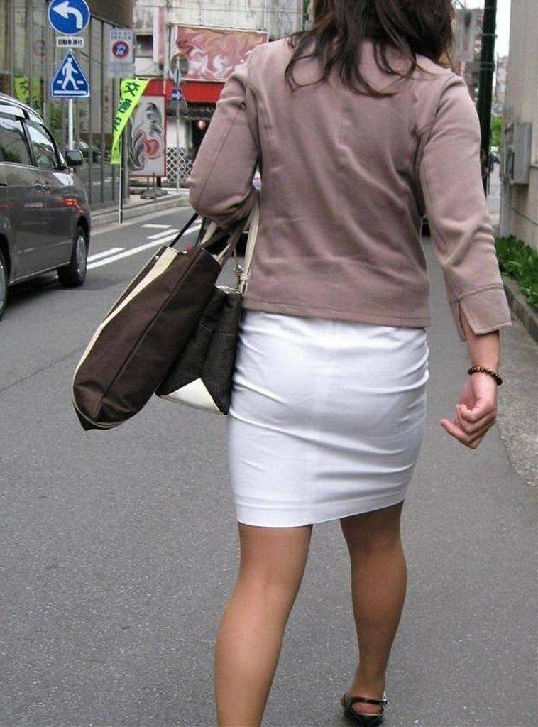 【着尻エロ画像】たまにキツそうに履く人もw巨尻を際立たせる大人のタイトwww 20