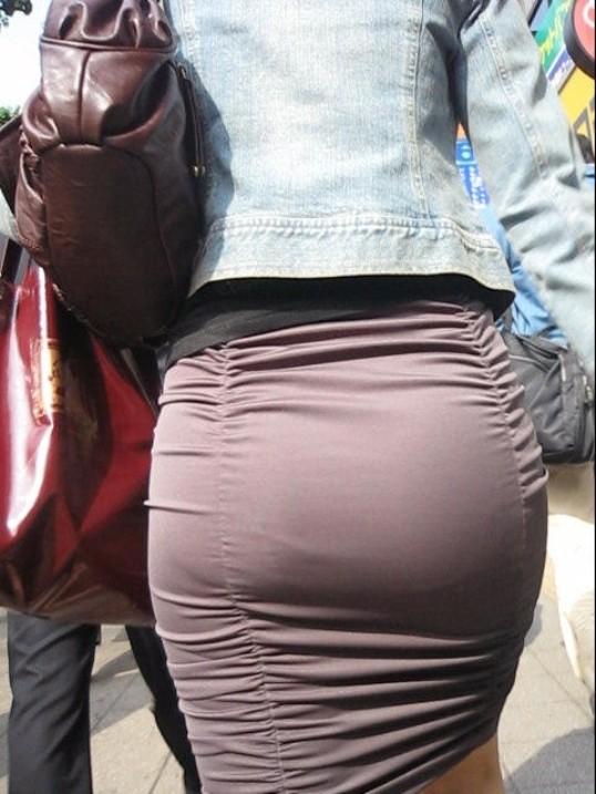 【着尻エロ画像】たまにキツそうに履く人もw巨尻を際立たせる大人のタイトwww 21