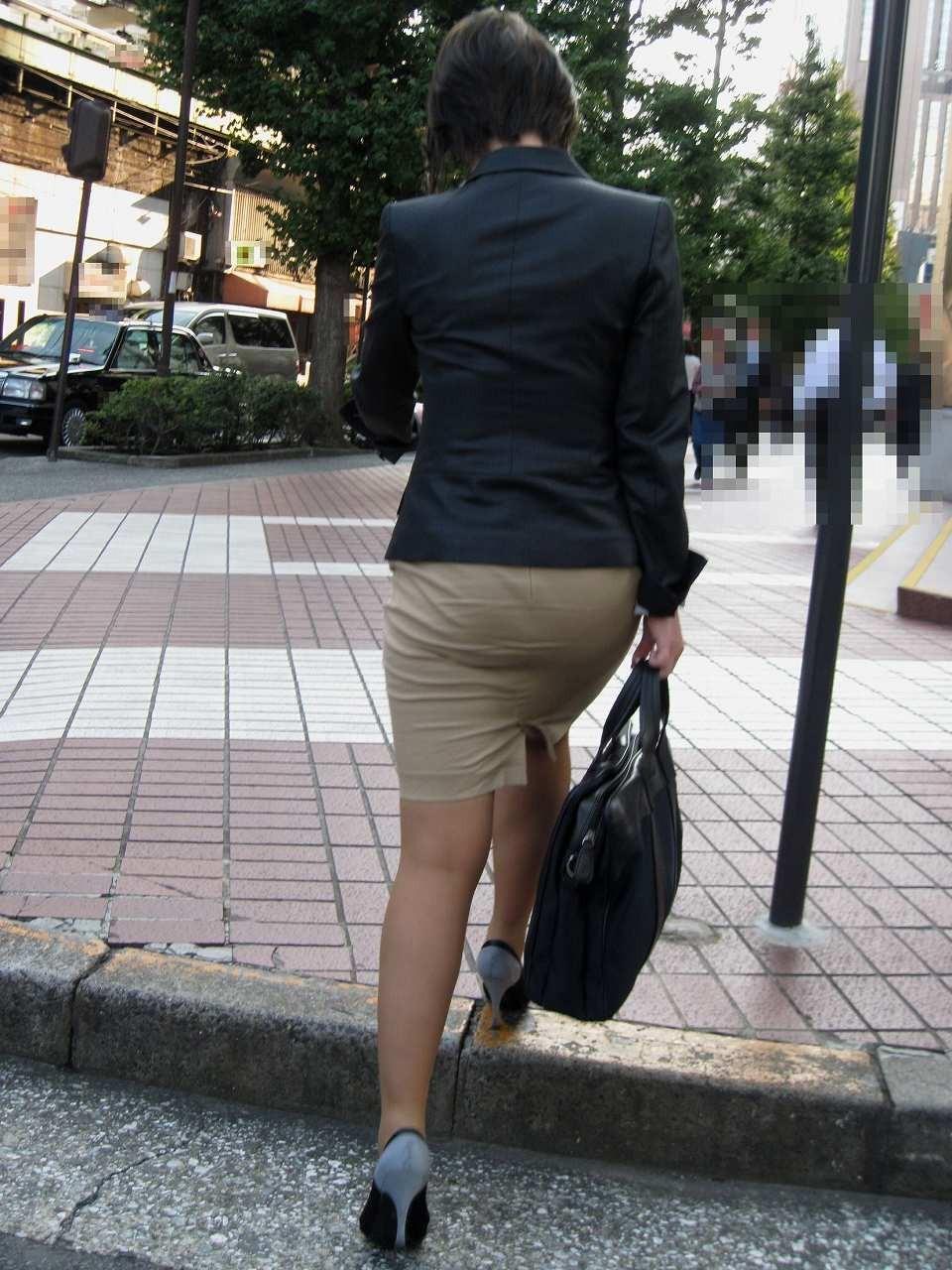 【着尻エロ画像】たまにキツそうに履く人もw巨尻を際立たせる大人のタイトwww 26