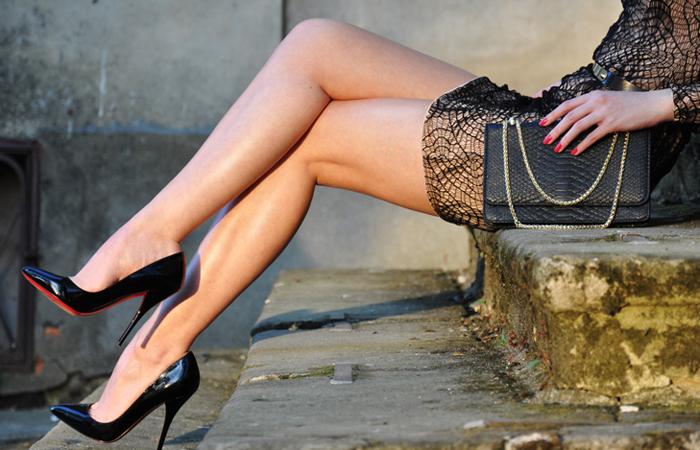【美脚エロ画像】実に踏まれ甲斐のある・・鋭いヒール履いた美女の足www 001