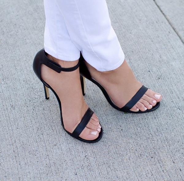 【美脚エロ画像】実に踏まれ甲斐のある・・鋭いヒール履いた美女の足www 04
