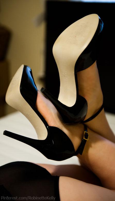 【美脚エロ画像】実に踏まれ甲斐のある・・鋭いヒール履いた美女の足www 07