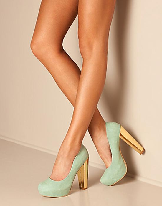 【美脚エロ画像】実に踏まれ甲斐のある・・鋭いヒール履いた美女の足www 17
