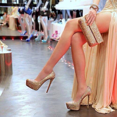 【美脚エロ画像】実に踏まれ甲斐のある・・鋭いヒール履いた美女の足www 18