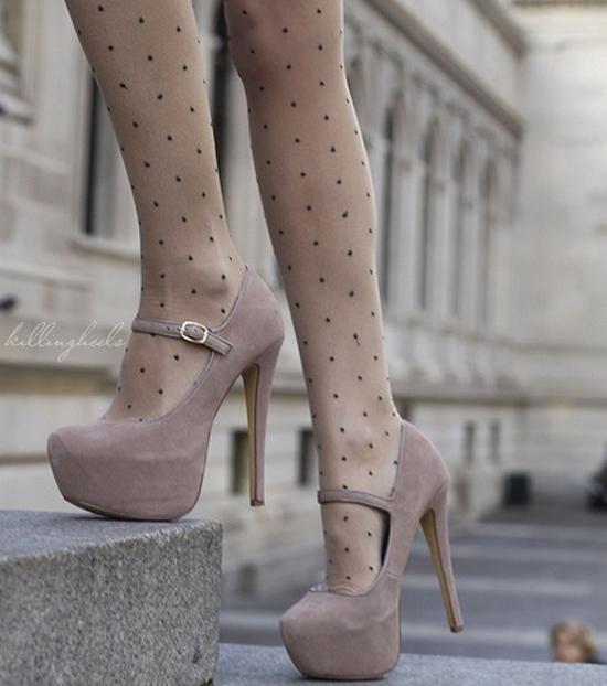 【美脚エロ画像】実に踏まれ甲斐のある・・鋭いヒール履いた美女の足www 22