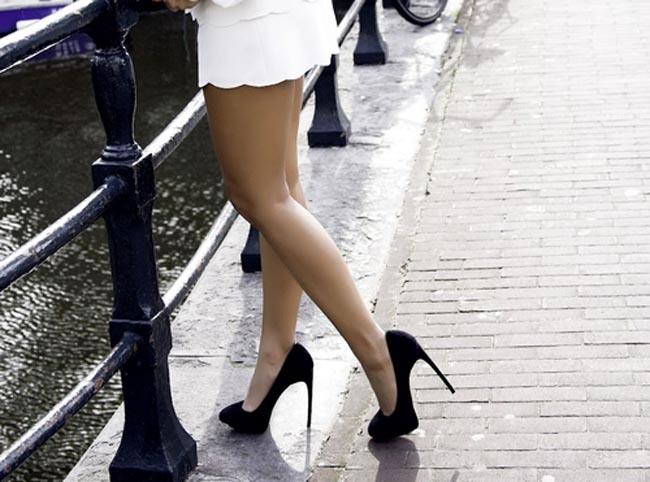 【美脚エロ画像】実に踏まれ甲斐のある・・鋭いヒール履いた美女の足www 26