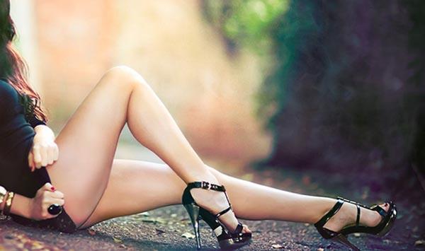 【美脚エロ画像】実に踏まれ甲斐のある・・鋭いヒール履いた美女の足www 27