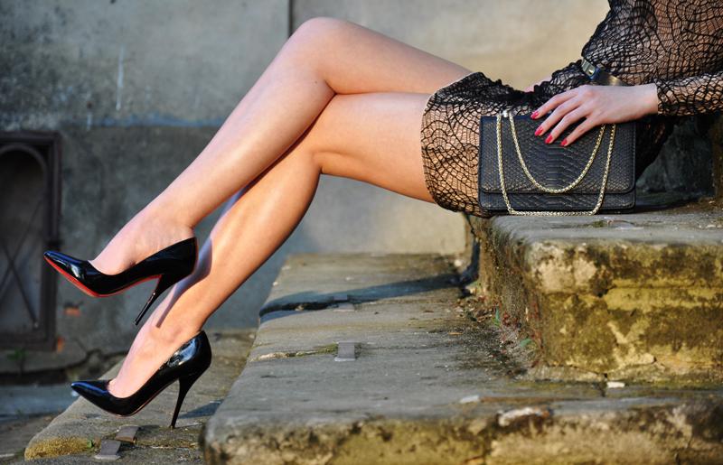 【美脚エロ画像】実に踏まれ甲斐のある・・鋭いヒール履いた美女の足www 28