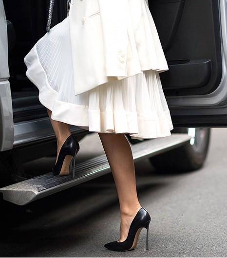【美脚エロ画像】実に踏まれ甲斐のある・・鋭いヒール履いた美女の足www 29