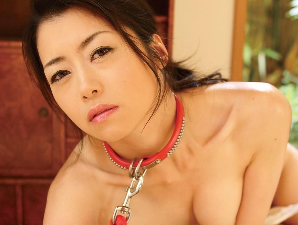 【SMエロ画像】装着するだけで尊厳剥奪!首輪に繋がれたM女たちwww 10