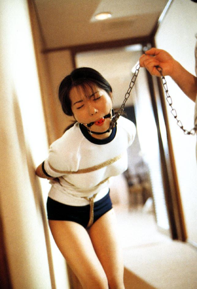 【SMエロ画像】装着するだけで尊厳剥奪!首輪に繋がれたM女たちwww 26