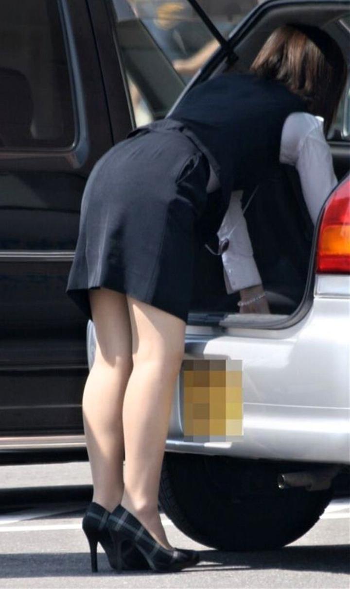 【美脚エロ画像】仕事する気削がれちゃう…タイト美女のそそるムッチリ美脚www 01