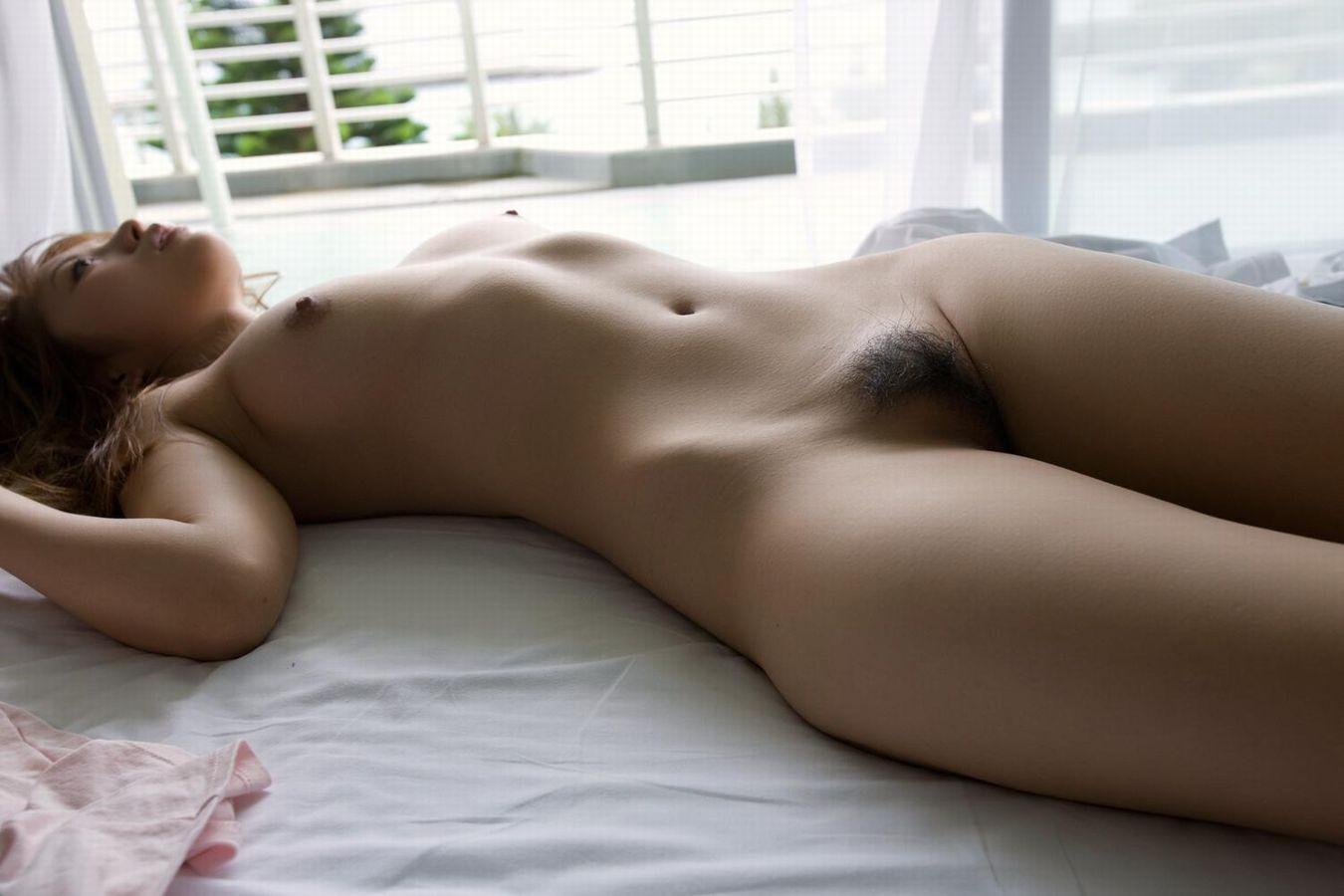 【裸体エロ画像】隣の部屋にいたら行くでしょ!据え膳状態な全裸美女たちwww 23