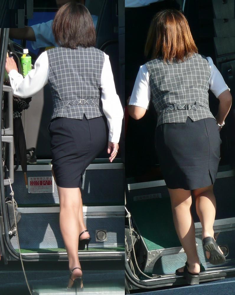 【働く女のエロ画像】GWはバスツアー!バスガイドのタイト尻追跡が目的だけどwww 15