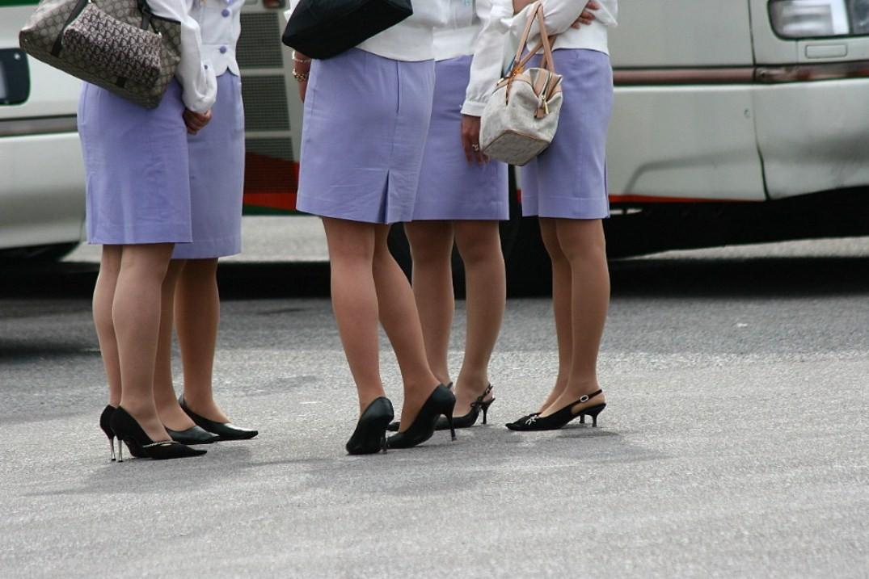 【働く女のエロ画像】GWはバスツアー!バスガイドのタイト尻追跡が目的だけどwww 24