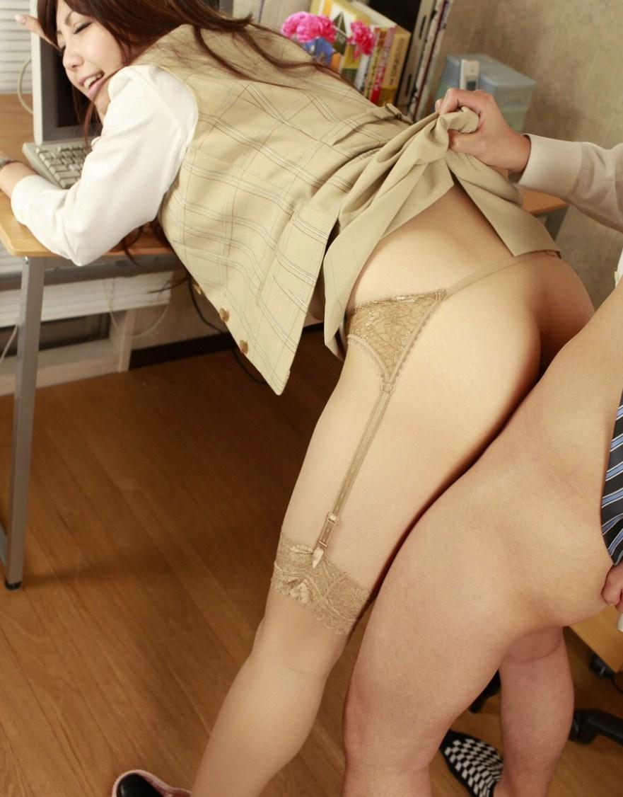 【コスプレエロ画像】初回は脱がさずが基本!着衣でやるべきコスプレ性交www 16