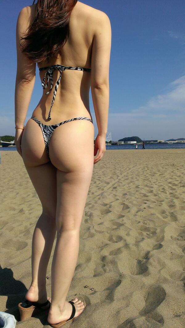 【水着尻エロ画像】日本でさまぁ~リゾートw尻丸出しのTバックをビーチで発見! 15