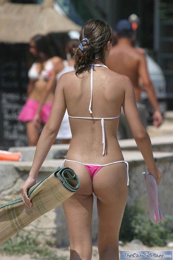 【水着尻エロ画像】日本でさまぁ~リゾートw尻丸出しのTバックをビーチで発見! 27