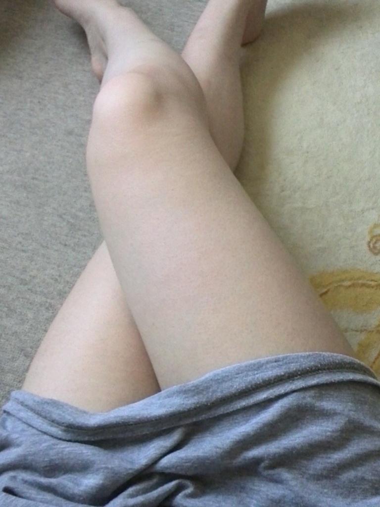 【美脚エロ画像】パンストよりもニーソよりも…最終的には生脚が勝つんですwww 01