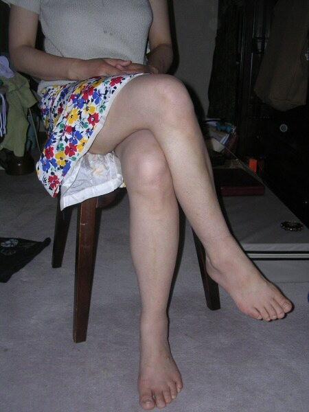 【美脚エロ画像】パンストよりもニーソよりも…最終的には生脚が勝つんですwww 14